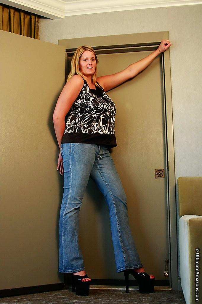 tall amazon woman naked