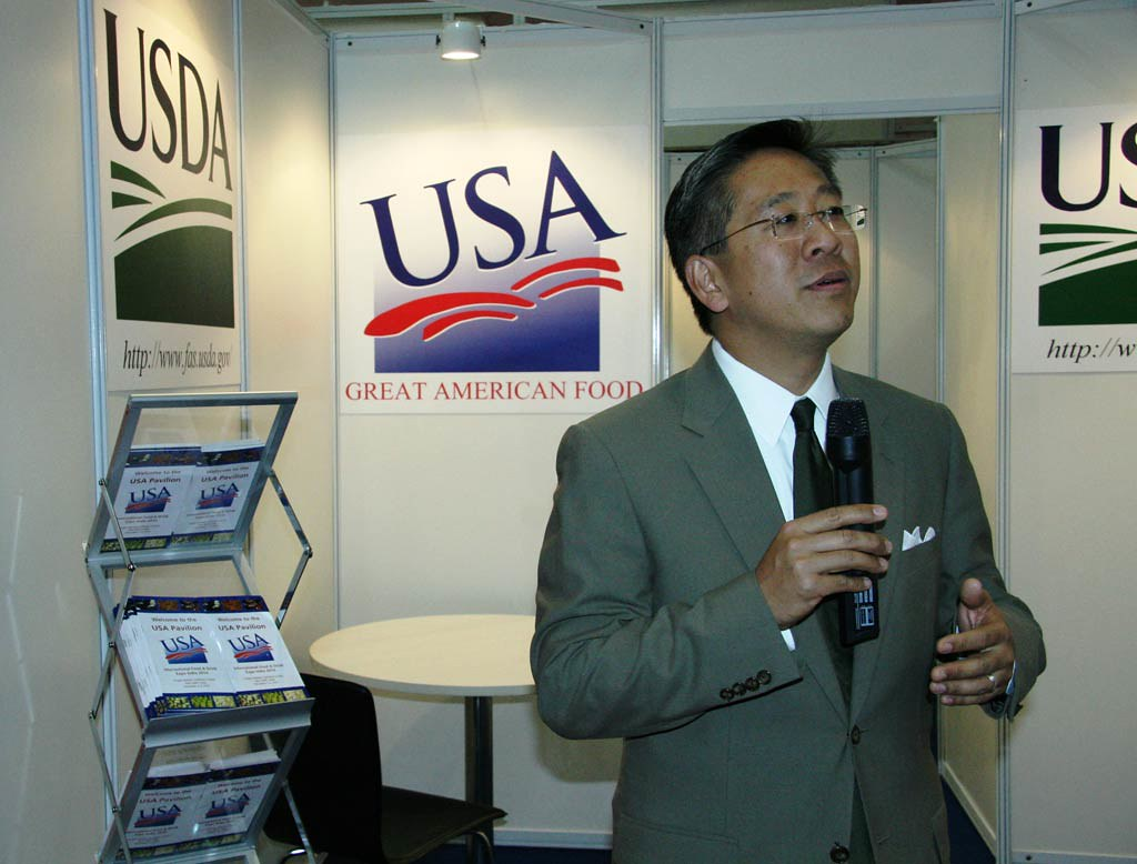 DCM Lu Visits Int'l Food And Drink Expo