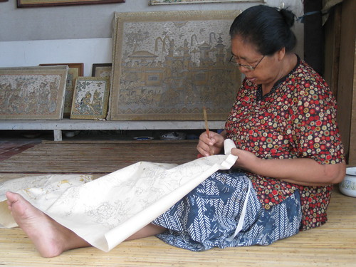 Kartini working in the studio of Nyoman Mandra, photo by Siobhan Campbell | by Stanis MAR