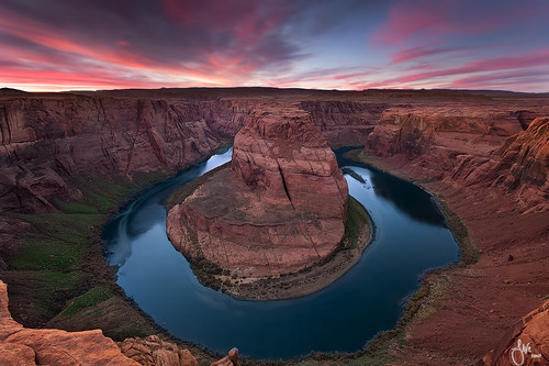 Living on the edge - Horseshoe Bend, Page, Arizona | by JaveFoto