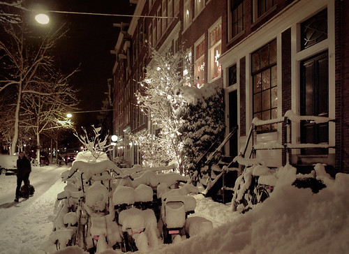 Mountains of snow at the Lindengracht of Amsterdam | by B℮n