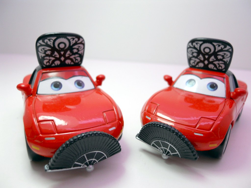 Disney Store CARS El Materdor Mia And Tia