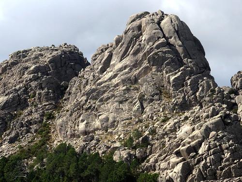 Les deux sommets de Capellu depuis le Capellucciu