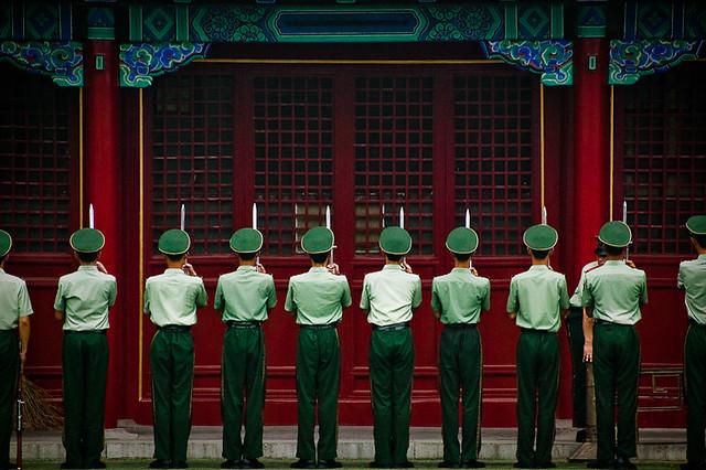 北京の紫禁城で見張りをする警備員(Patrick Rodwell/Flickr)