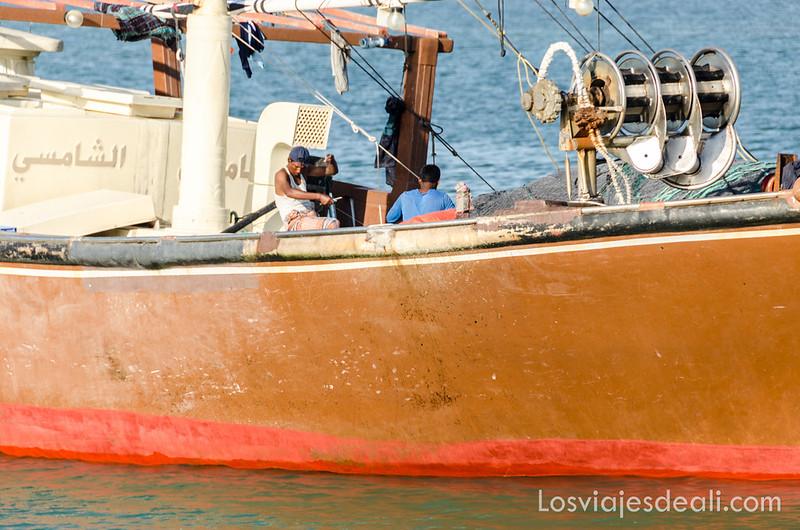 barco pesquero en la isla de Masirah