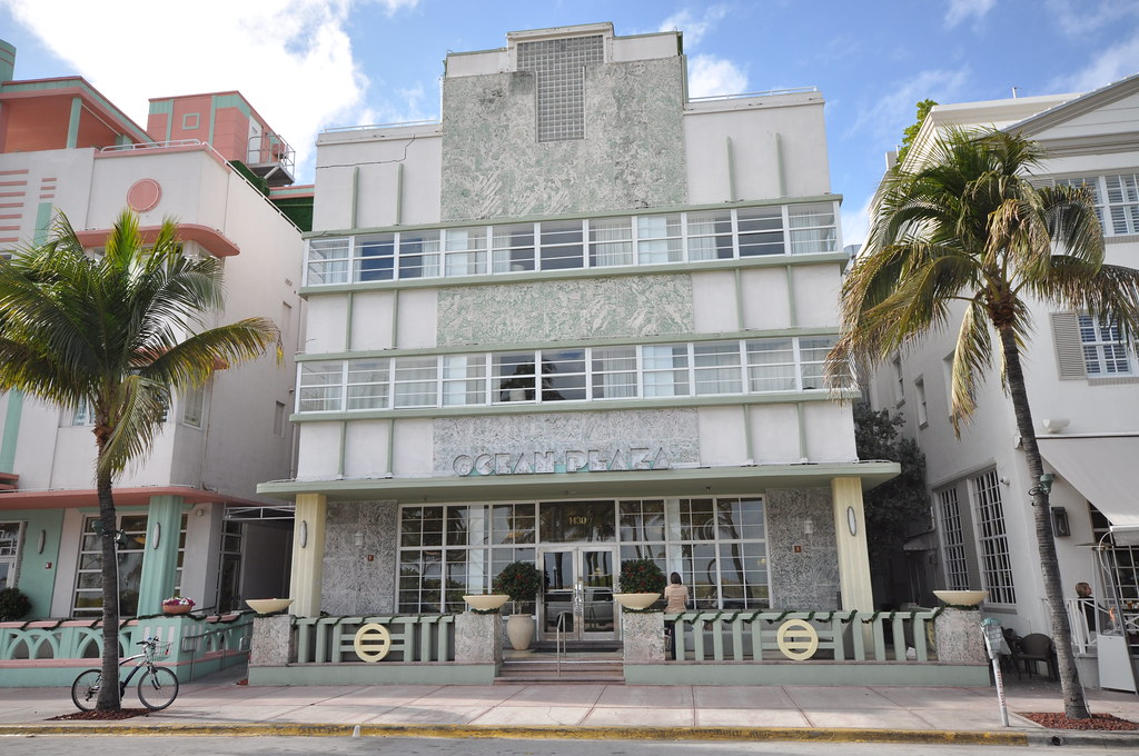 Hotels In Miami Beach >> Ocean Drive - Art Deco buildings in Miami | Ocean Drive is ...
