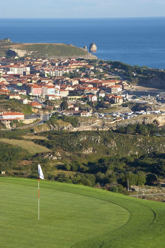Campo municipal de golf de llanes hoyo 7 oficina de for Oficina turismo llanes
