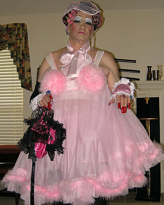 Prissy Sissy Purse Darlene | Purse carrying little faggot