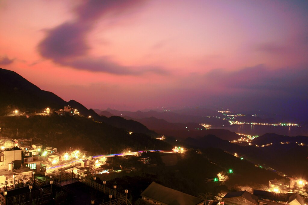 the twilight scenery of juifan  taiwan  u4e5d u4efd u5915 u7167