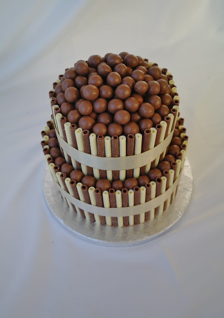 2 tier chocolate wedding cake recipe two tier chocolate wedding cake two tier chocolate 10119