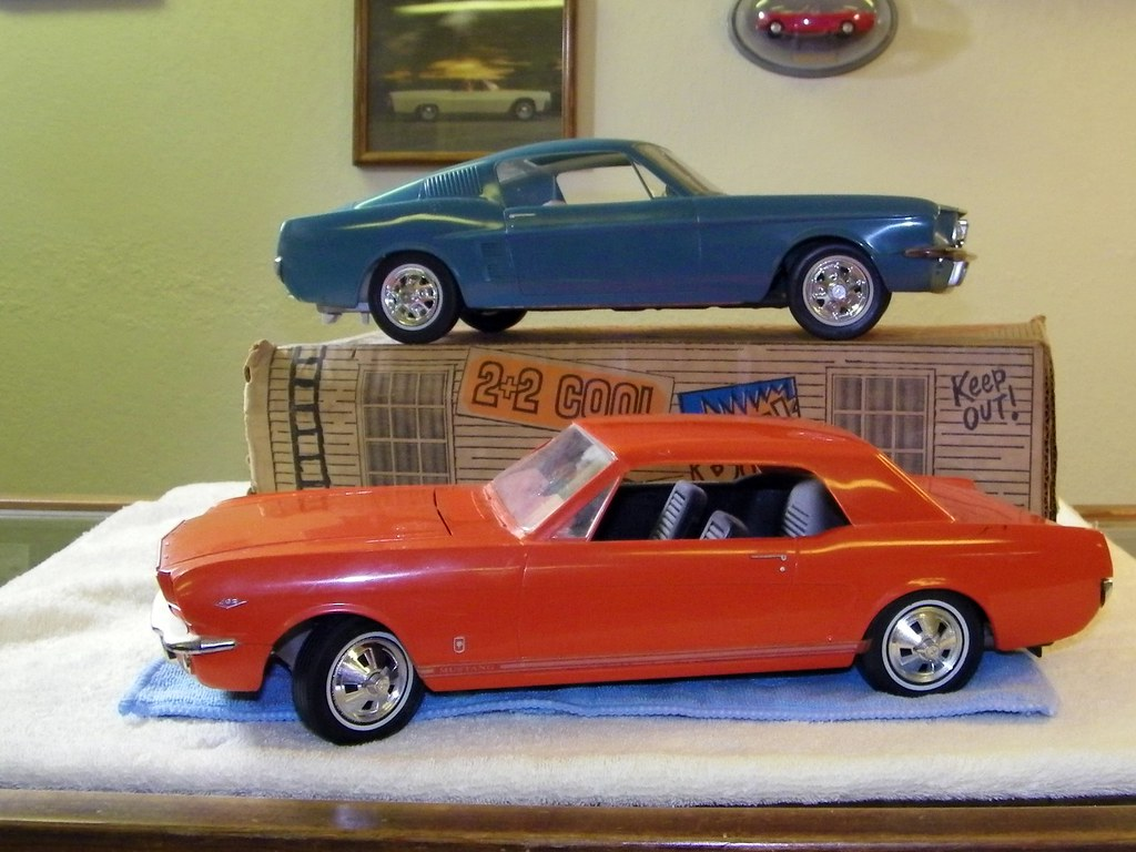& 1966 qnd 1967 Ford Mustang Large Scale Promo Model Cars | Flickr markmcfarlin.com