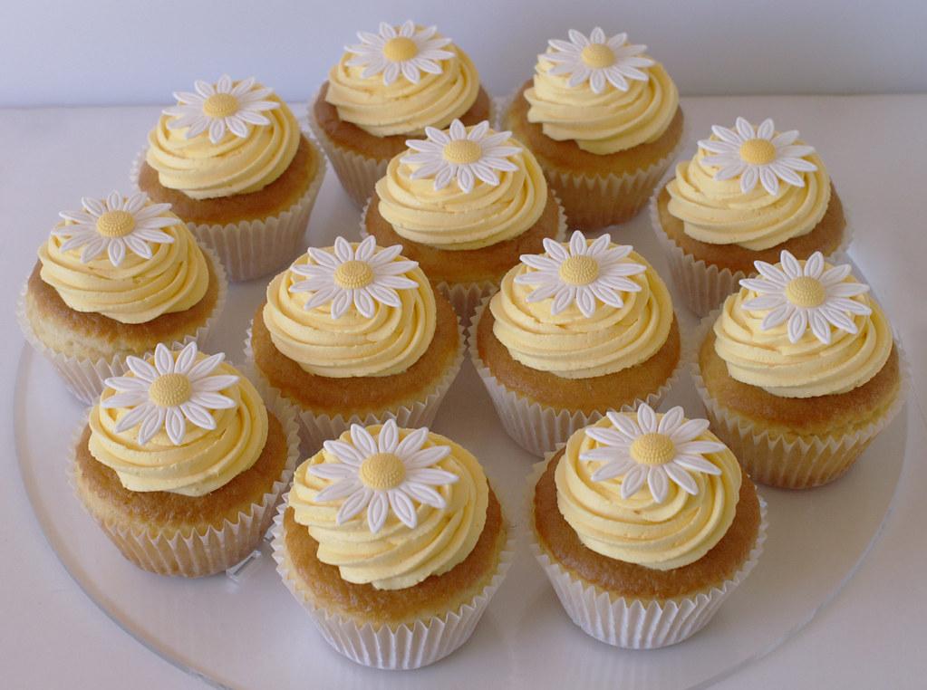 Daisy Cupcakes Pretty Daisy Cupcakes For An 80th