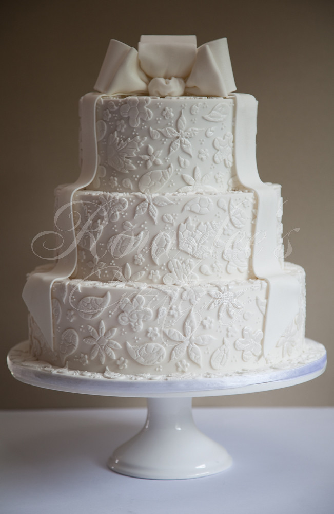 Lace Design Wedding Cake : Bridal White White wedding cake. Lace design credit to ...