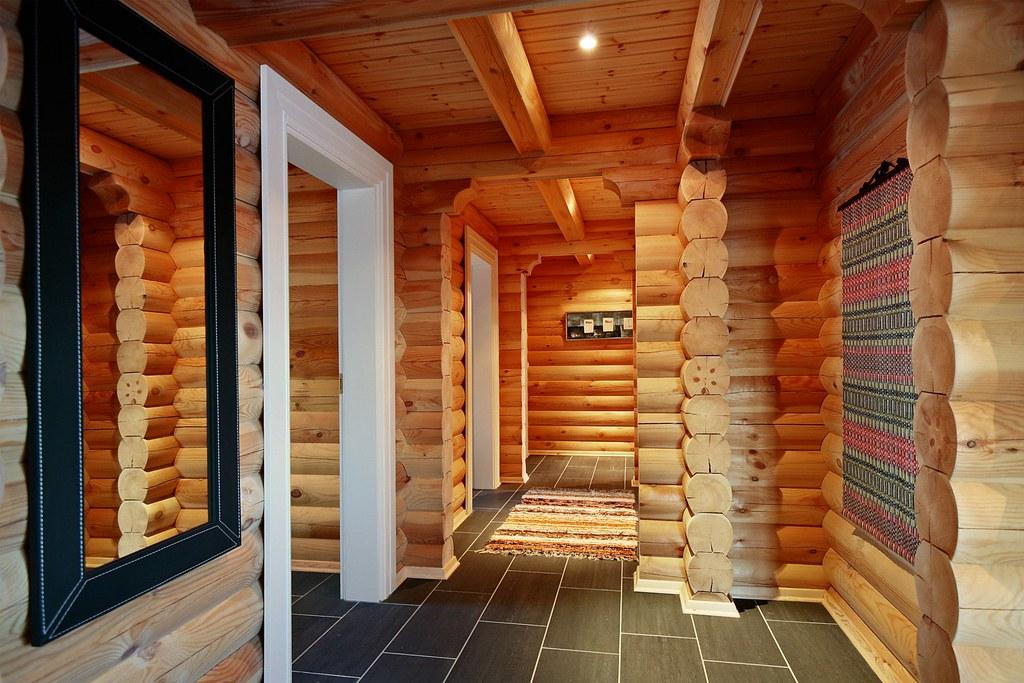 Interieur foto van een logwoning met ronde logs wonen in flickr - Houten chalet interieur ...