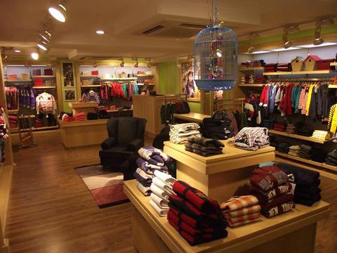 Welcome to the Tommy Hilfiger Store at Snapdeal Tommy Hilfiger is an American brand that is known for its apparel, and other accessories like belts, watches, and sunglasses. Tommy Hilfiger is known for their superior quality. Snapdeal brings to you a wide range of Tommy Hilfiger products for you to choose from. Shop Online for Tommy Hilfiger.