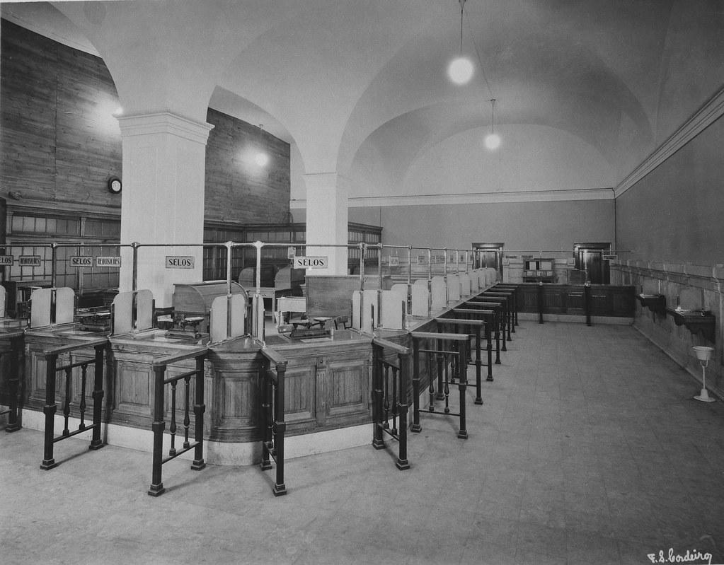 Interior da Estação Central de Correios, Terreiro do Paço (F.S. Cordeiro, 193...)