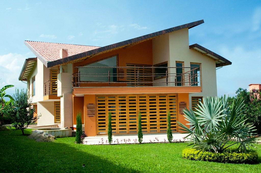 Fachada principal casa guadua ruiz dise o arq carolina for Fachadas de casas ultramodernas