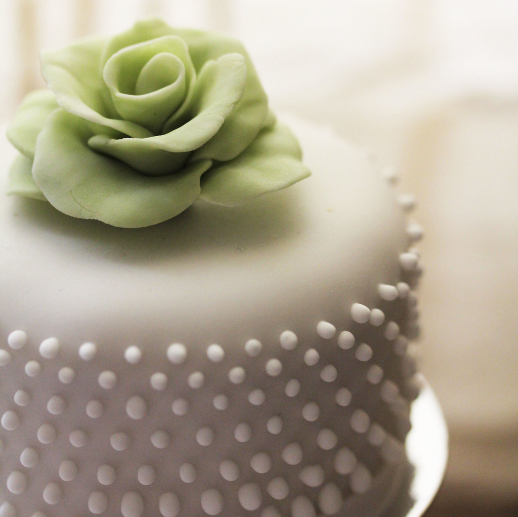 Chic elegant fondant wedding cake | babe_kats | Flickr