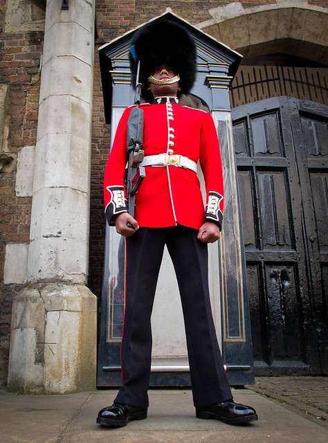 British Royal Guard Uniform 120