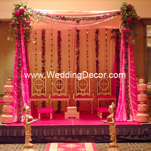Mandap Fuchsia Amp Gold A Wedding Mandap In Fuchsia And
