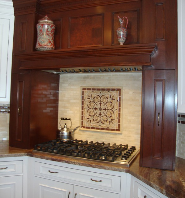 Kitchen Backsplash With Glass Tile Accents: Marble Tiles With Glass Mosaic Accent