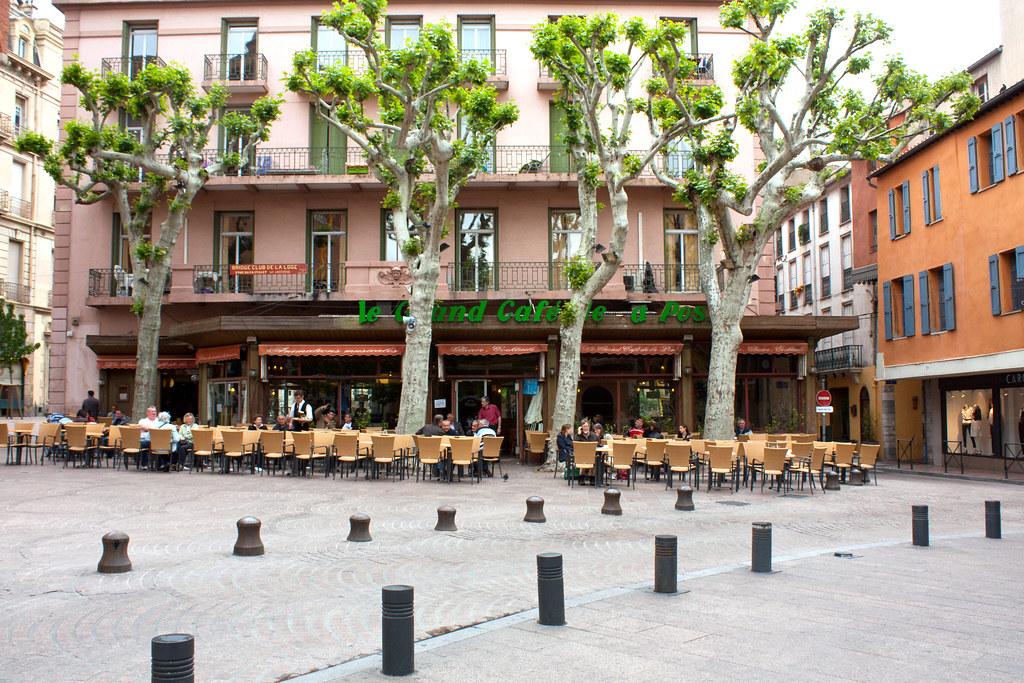 Le grand cafe de la poste square centre ville perpignan for Centre de la nature piscine