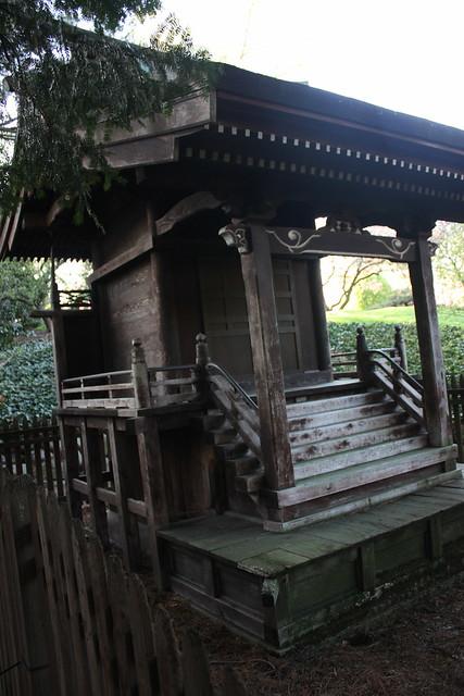 Japanese Hill-and-Pond Garden: Shinto Shrine