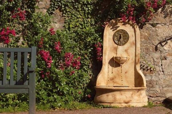 Fuentes de agua creatividad e imaginaci n en el jard n for Fuentes rusticas para jardin