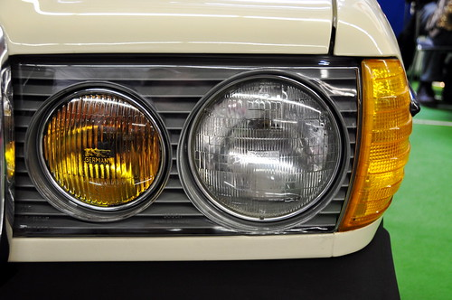Techno classica 2011 mercedes benz w123 north american for Mercedes benz headlight problems