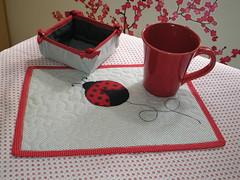 Mug rug e cestinha porta  petit four... joaninha.... by @ coisas da gi