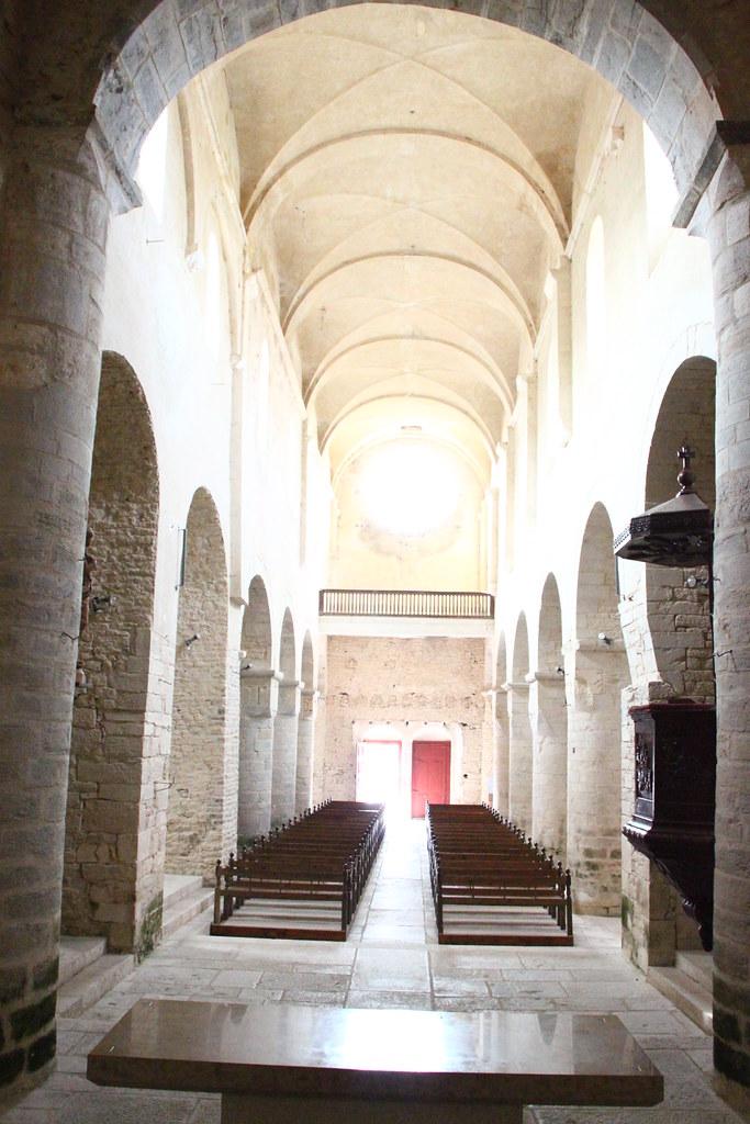 Abbatiale de gigny eglise abbatiale partiellement for Eglise romane exterieur