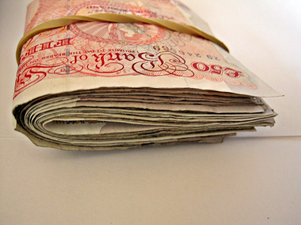 How Much Money Do Fashion Merchandisers Make Uk