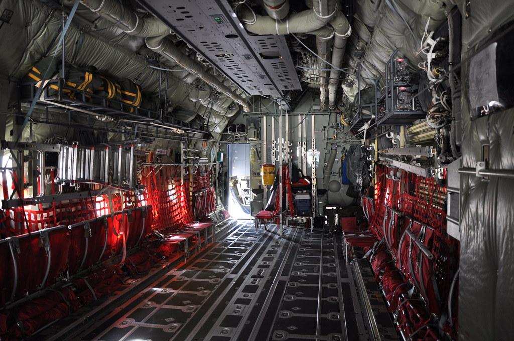 Intérieur d'un Hercules C130-J | Vue de l'intérieur / de ...