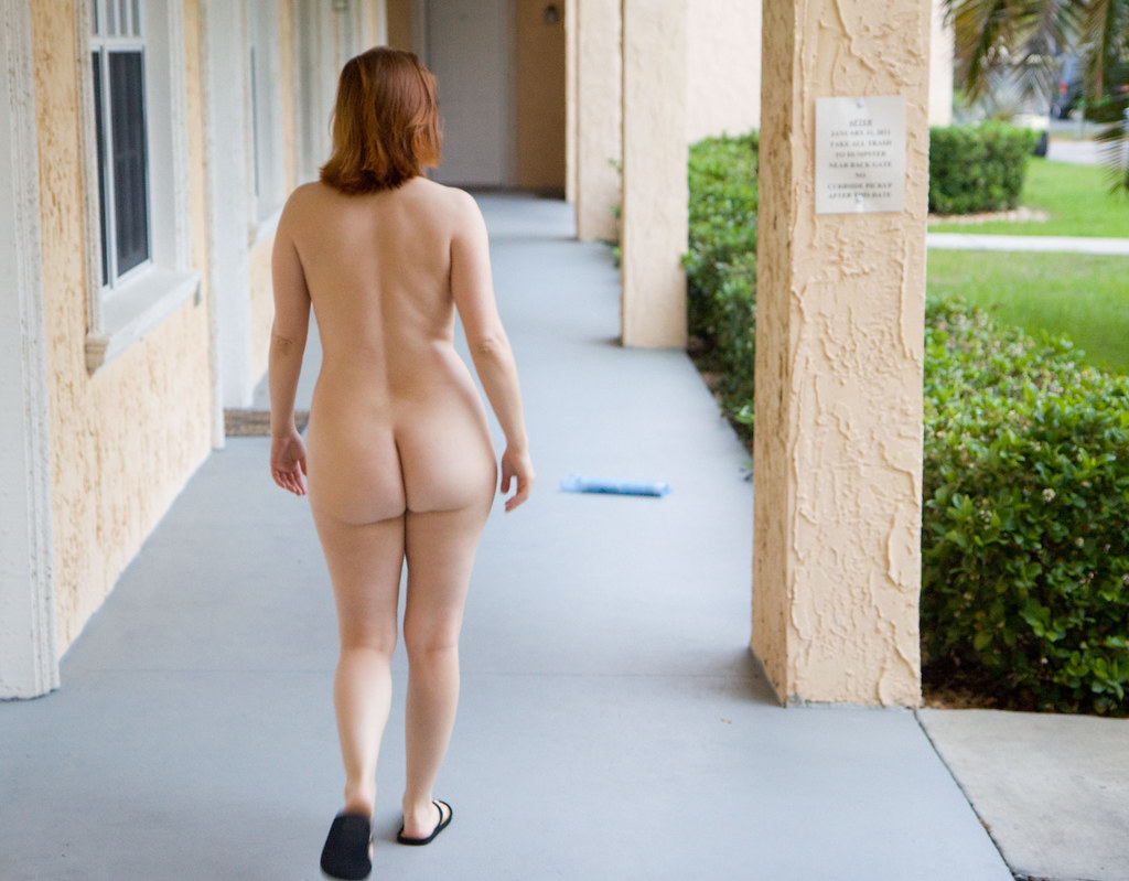 3d naked on her house 7