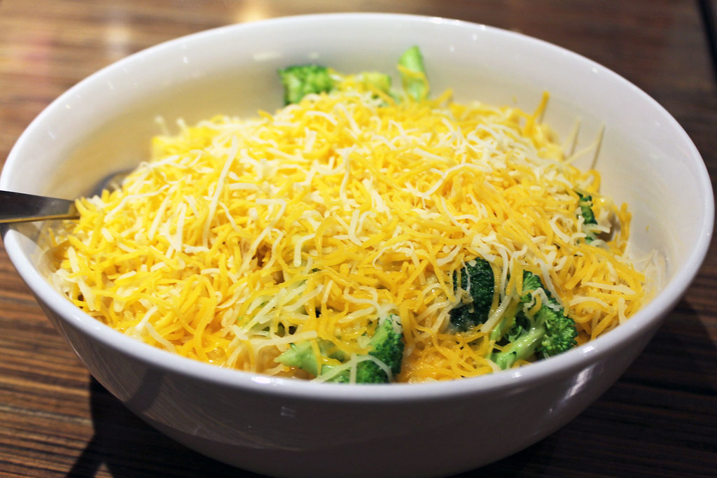 Wisconsin Mac & Cheese at Noodles & Company: 14 Popular Menu Items Worth Trying (via Wading in Big Shoes)
