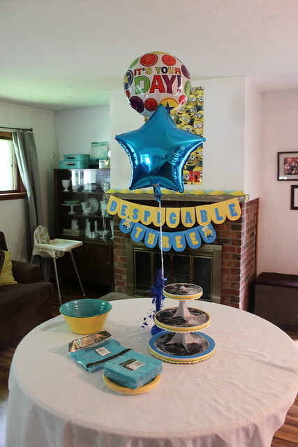 Despicable me birthday party decorations flickr for R b party decorations