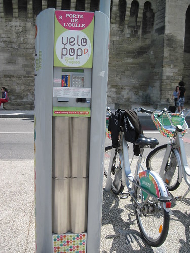 Velo Pop station outside walled city of Avignon | by LeeTramp