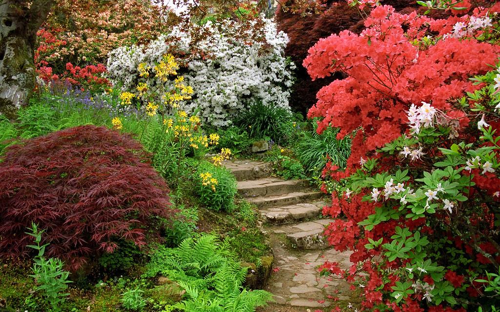 Scotney castle landscape gardens kent england flowerin for Jardin in english