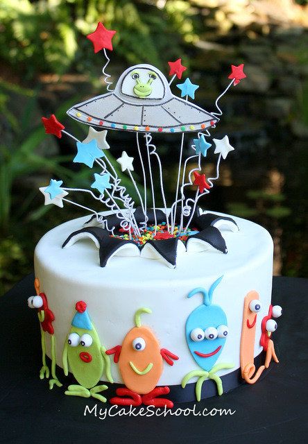 Alien Invasion Cake Here S A Fun Cake From A Video That