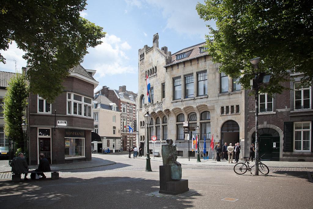 The pelican house onze lieve vrouweplein 21 maastricht - Maastricht mobel ...