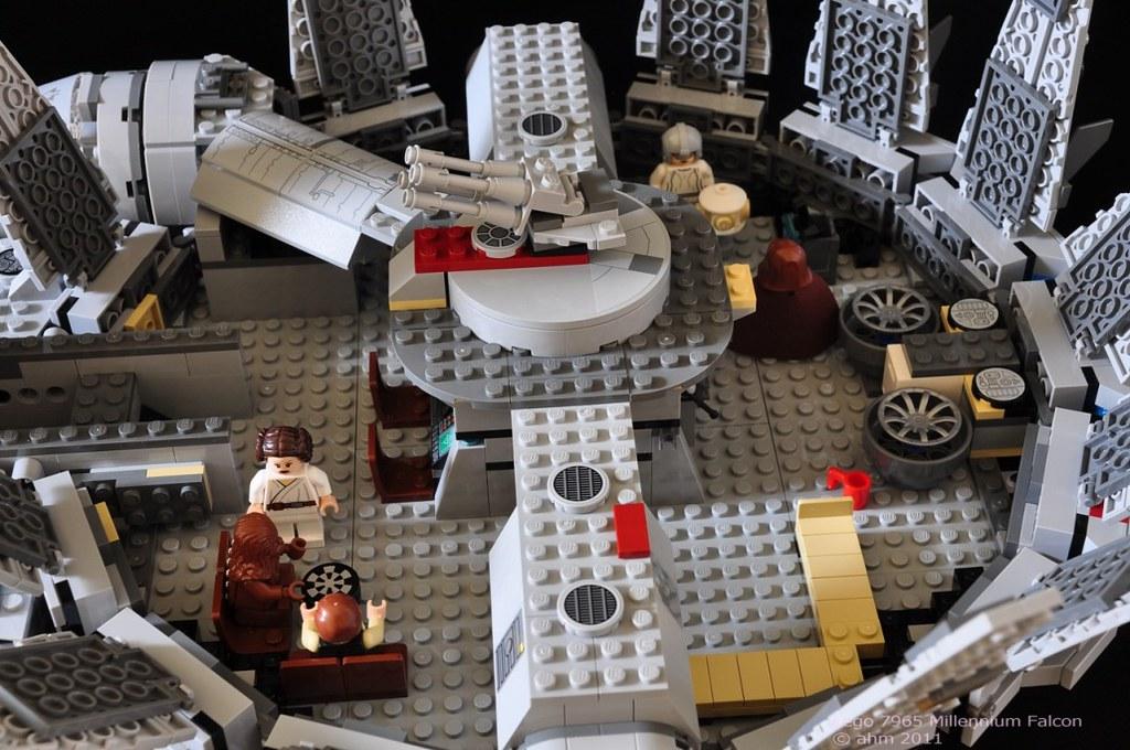 Star wars lego 7965 millennium falcon star wars lego for Interieur faucon millenium