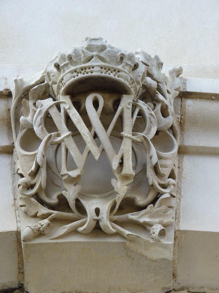 hampton court william and mary monogram