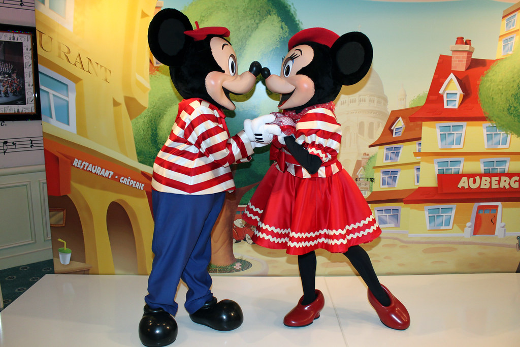 meeting french mickey and minnie mouse