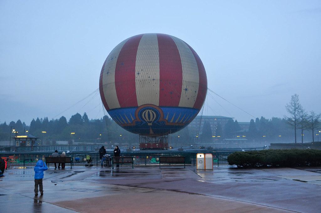Cafe Mickey Disneyland Paris Globo Junto Al Lago De
