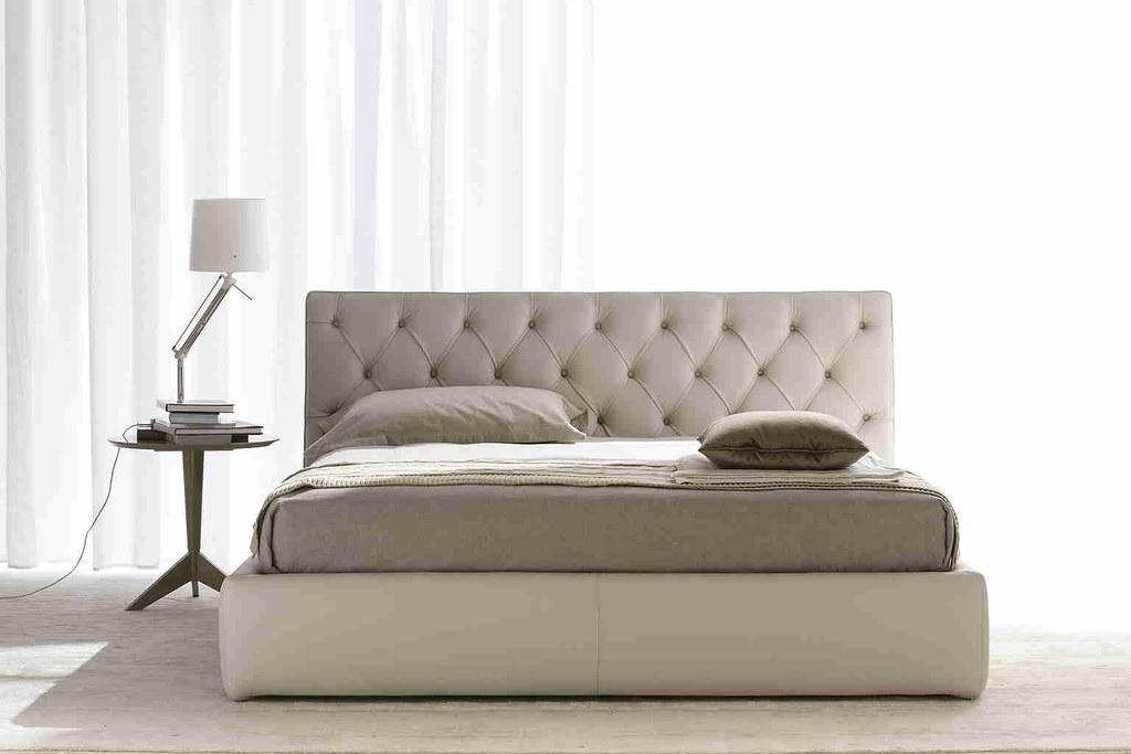 Letto tribeca il nuovo letto tribeca con testata lavorazio flickr - Spalliera letto imbottita ...