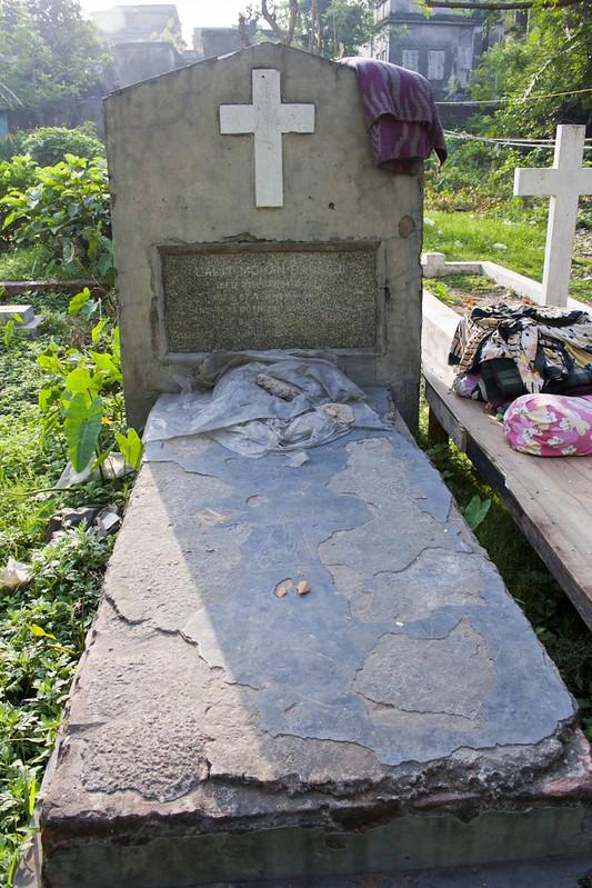 Graves inside Maniktalla Christian Cemetery, Kolkata