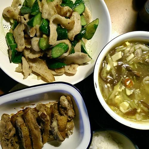 20150512 晚餐 ✓女兒賊酸辣湯 ✓隔夜烤鴨 ✓柚子鹽豬頰肉黃瓜  #葛蘿的餐桌