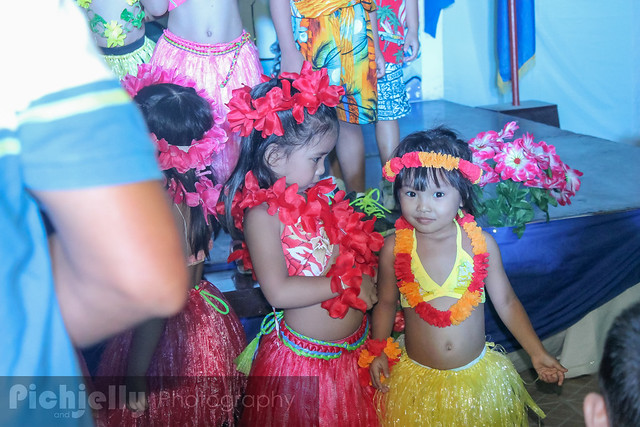 Mommy madness diy hawaiian skirt costume chic mix for this post ill be showing you guys how easy it is to create your own hawaiian costume for your kid or for yourself 3 solutioingenieria Gallery