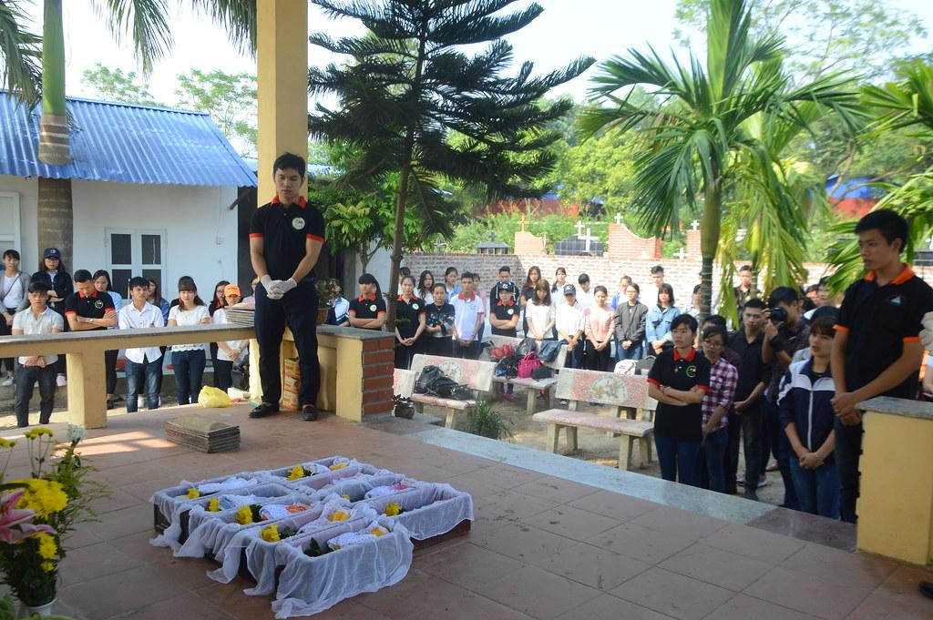 SVCG Phát Diệm tại Hà Nội viếng thăm nghĩa trang Bến Cốc 06/11/2016