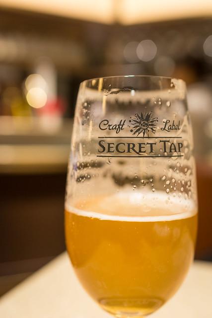キレイなグラスでビールを飲むと現れるエンジェルリングの写真